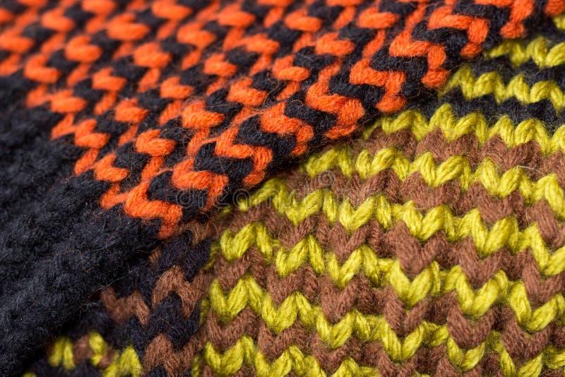 Confecção de malhas Textura feita malha fundo Agulhas de confecção de malhas brilhantes imagens de stock