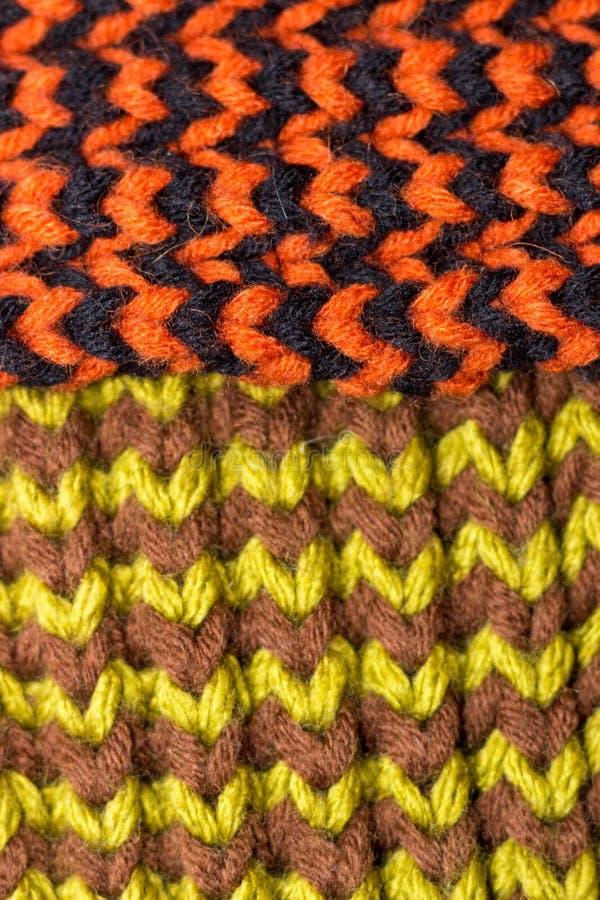 Confecção de malhas Textura feita malha fundo Agulhas de confecção de malhas brilhantes foto de stock