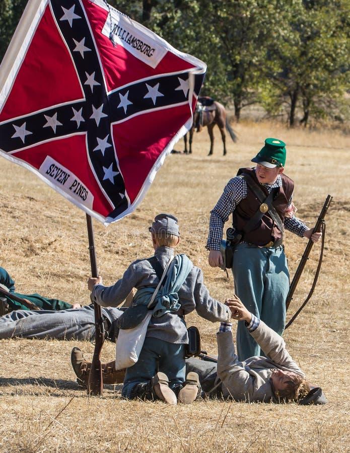Confederados bajo fuego imágenes de archivo libres de regalías