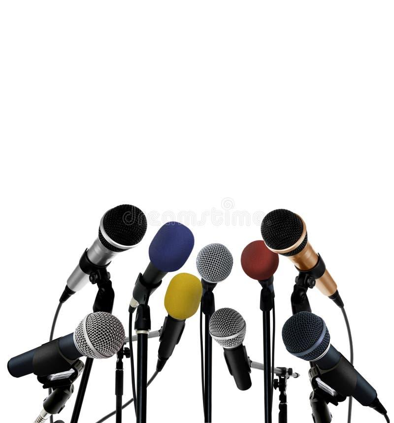 Conferência de imprensa com microfones eretos fotografia de stock