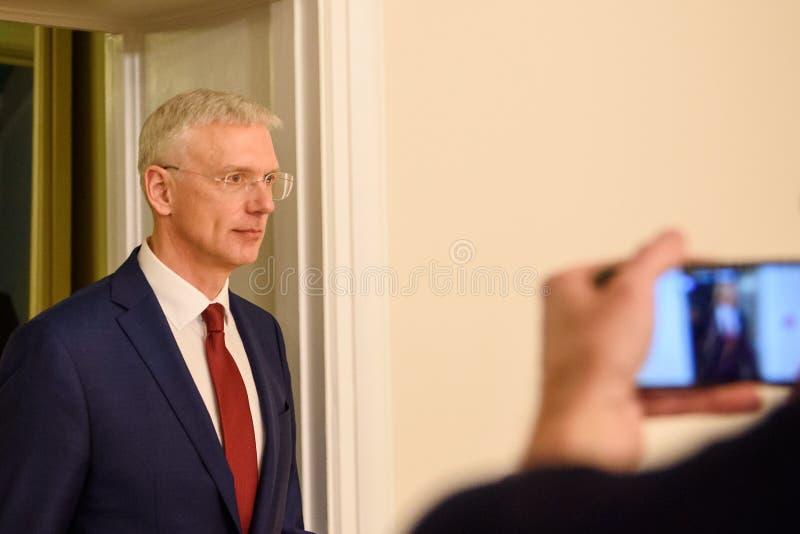 Conferência de imprensa do primeiro ministro novo de Letónia, Arturs Krisjanis Karins fotografia de stock