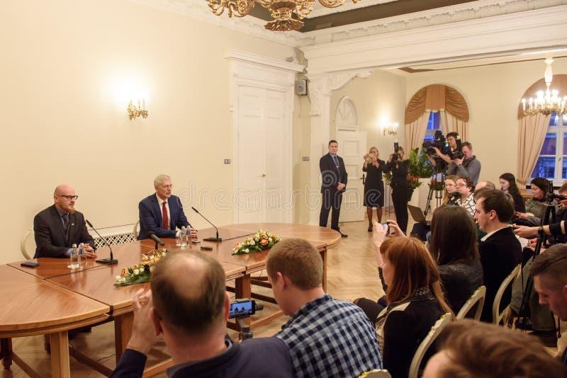 Conferência de imprensa do primeiro ministro novo de Letónia, Arturs Krisjanis Karins imagens de stock royalty free