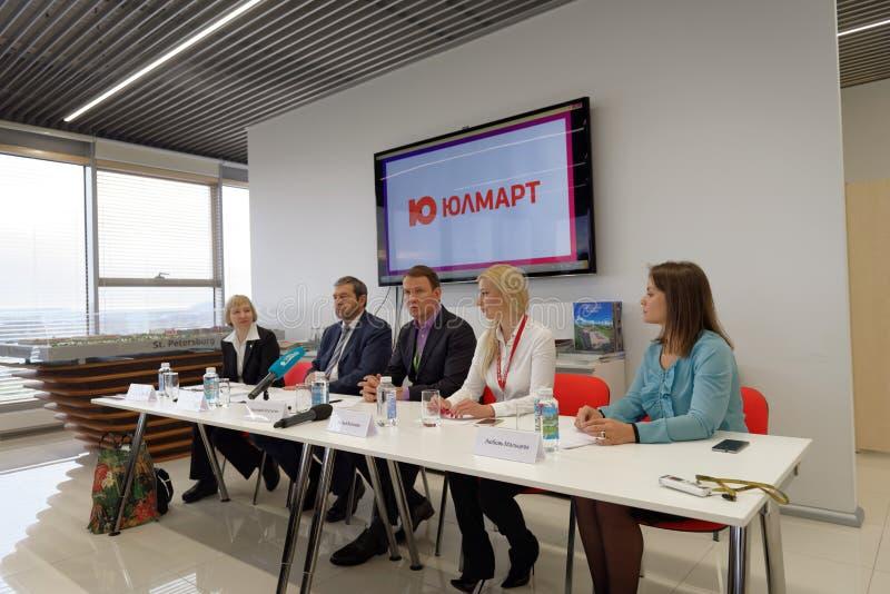 Conferência de imprensa na empresa de Ulmart fotos de stock royalty free