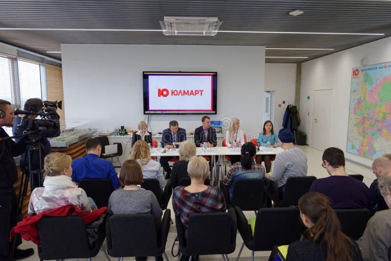 Conferência de imprensa na empresa de Ulmart imagem de stock