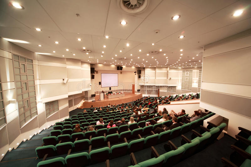 Conferência elegante na sala de conferências imagens de stock