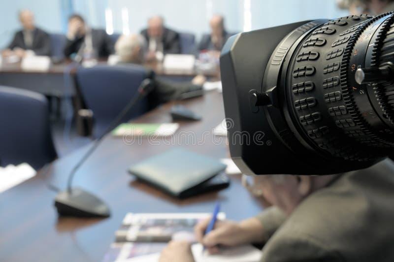 Conferencia de asunto bajo la lente. imagenes de archivo