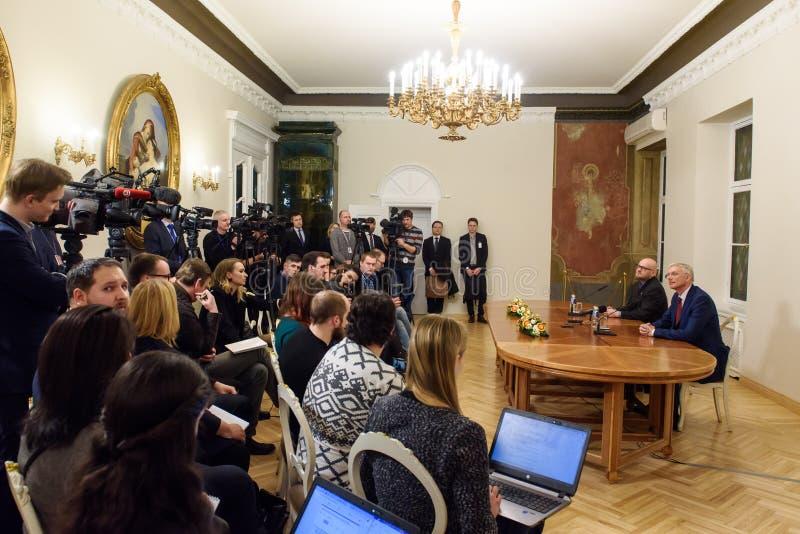 Conferfence da imprensa do primeiro ministro novo de Letónia, Arturs Krisjanis Karins foto de stock royalty free