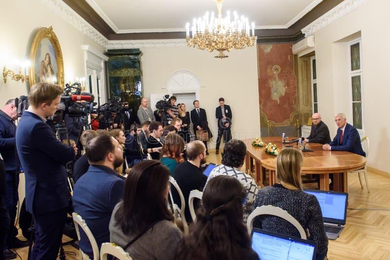 Conferfence da imprensa do primeiro ministro novo de Letónia, Arturs Krisjanis Karins foto de stock