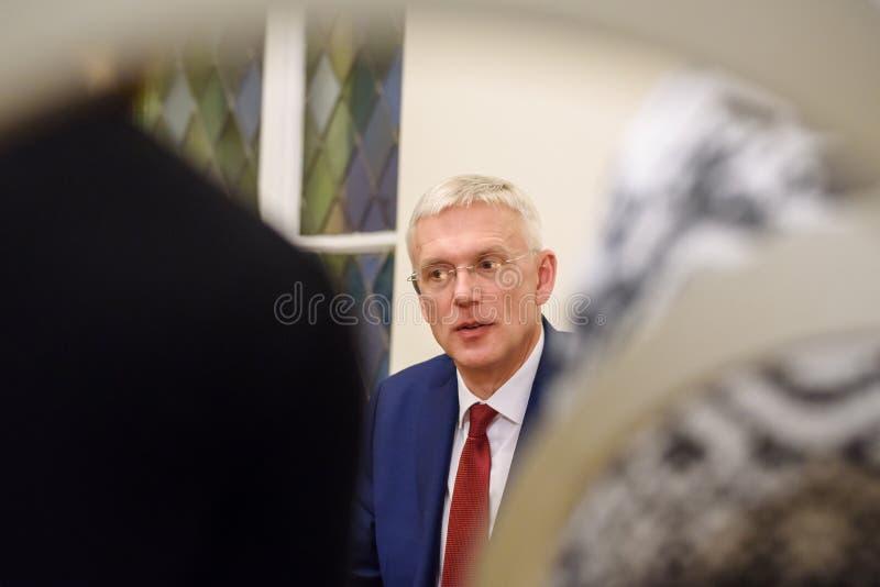 Conferfence da imprensa do primeiro ministro novo de Letónia, Arturs Krisjanis Karins imagem de stock