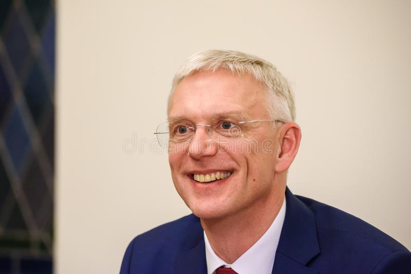 Conferfence da imprensa do primeiro ministro novo de Letónia, Arturs Krisjanis Karins fotografia de stock