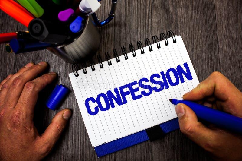 Confesión de la escritura del texto de la escritura Holdi del control del hombre de la aserción de la elocución de la divulgación foto de archivo