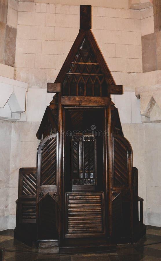 Confessionnal la salle gardant le secret d'une confession photographie stock