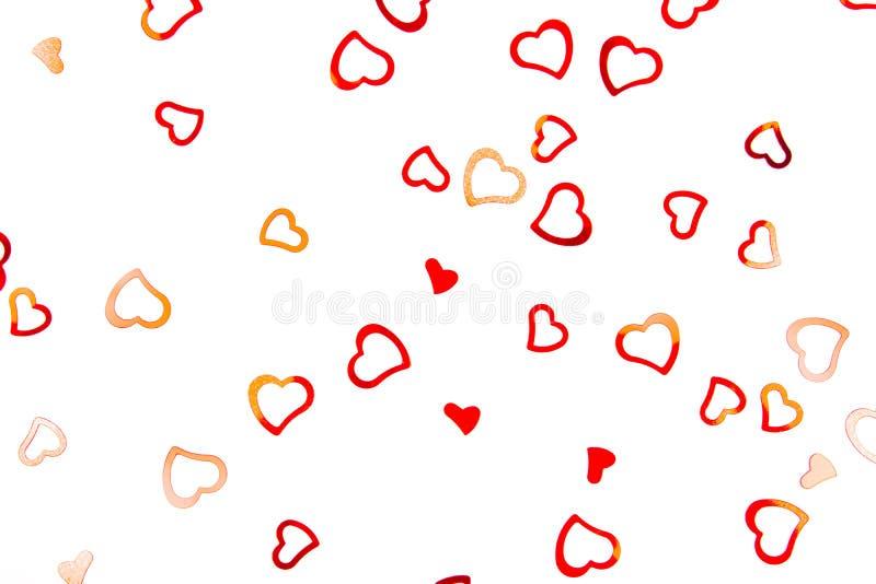 confetes Coração-dados forma no fundo branco imagem de stock