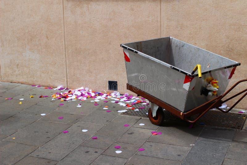 Confetes do casamento da limpeza em agradável imagem de stock royalty free