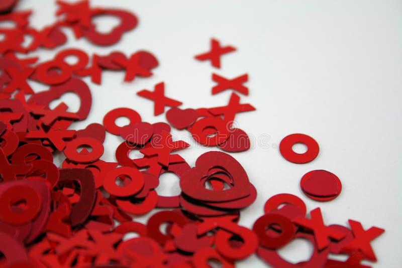 Confeti de las tarjetas del día de San Valentín fotos de archivo