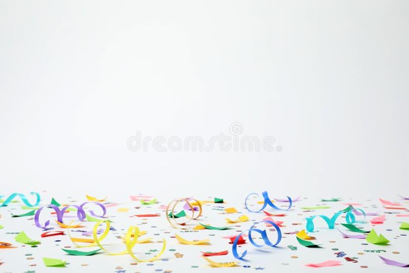 Confeti y flámulas coloridos fotografía de archivo libre de regalías