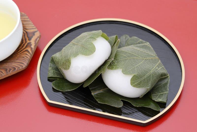 Confetteria giapponese, Kashiwa Mochi dolce fotografia stock libera da diritti