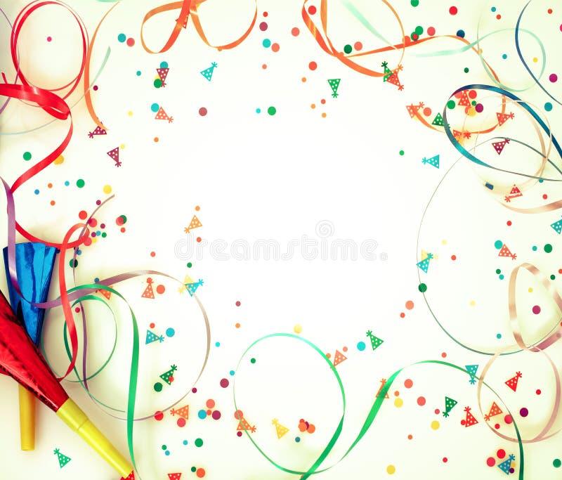 Confetti auf Retro- Hintergrund stockfotografie