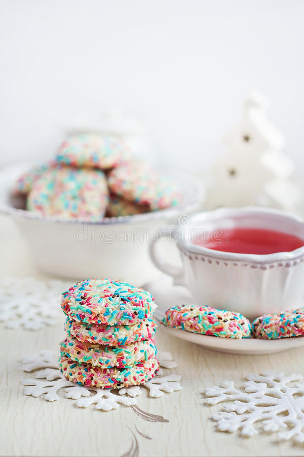 Confetti herbata i ciastka obrazy royalty free