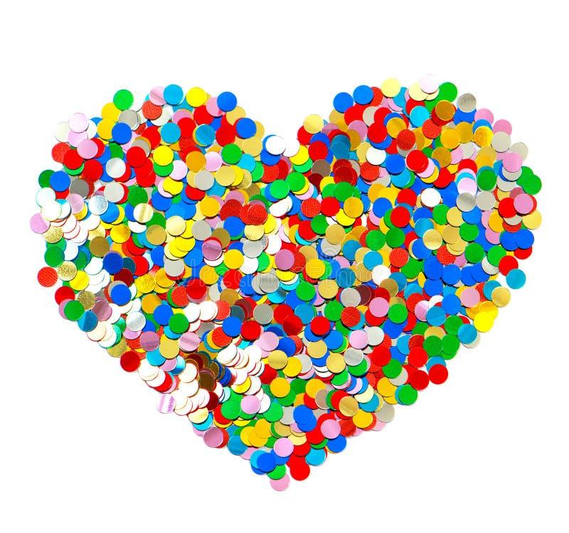 Confettis dans la forme de coeur. fond coloré photos libres de droits