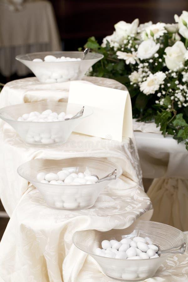 Confettis de mariage photos libres de droits