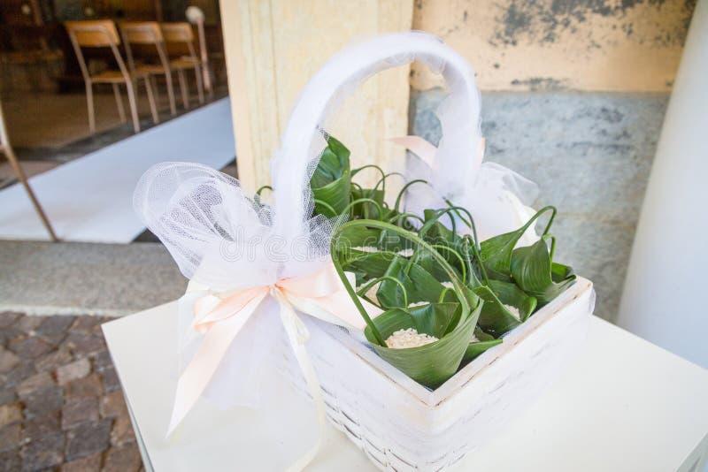 Confettis de mariage pour la cérémonie de mariage photo stock