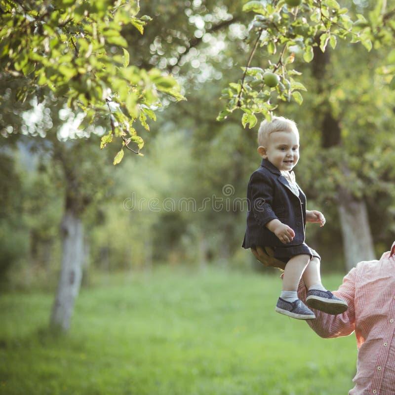 Confiance, amour, famille photo libre de droits