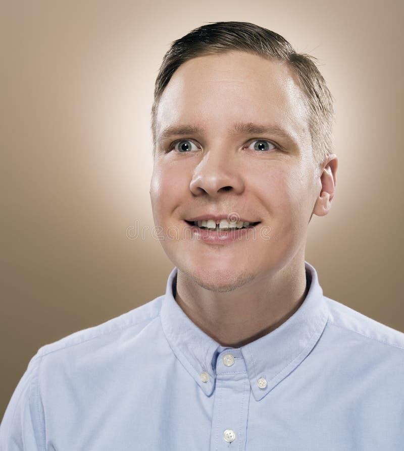 Confidente y hombre joven feliz fotografía de archivo libre de regalías
