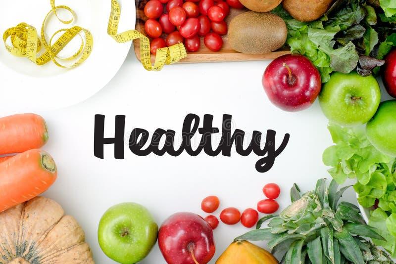 Configuração lisa Conceito do alimento Fruto fresco saudável dos frutos coloridos fotos de stock