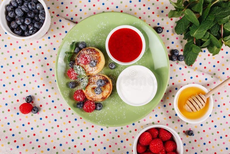 Configuração lisa da parte superior do alimento da manhã da panqueca do requeijão imagem de stock