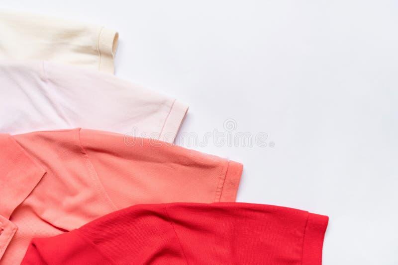 Configuração lisa do grupo da roupa e dos acessórios da mulher Fundo fêmea da forma na moda fotos de stock