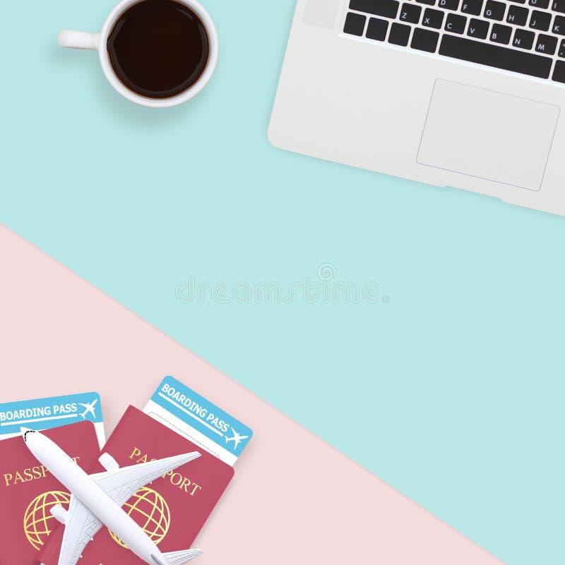 Configuração lisa do passaporte, do modelo do plano branco e do portátil do computador ilustração stock