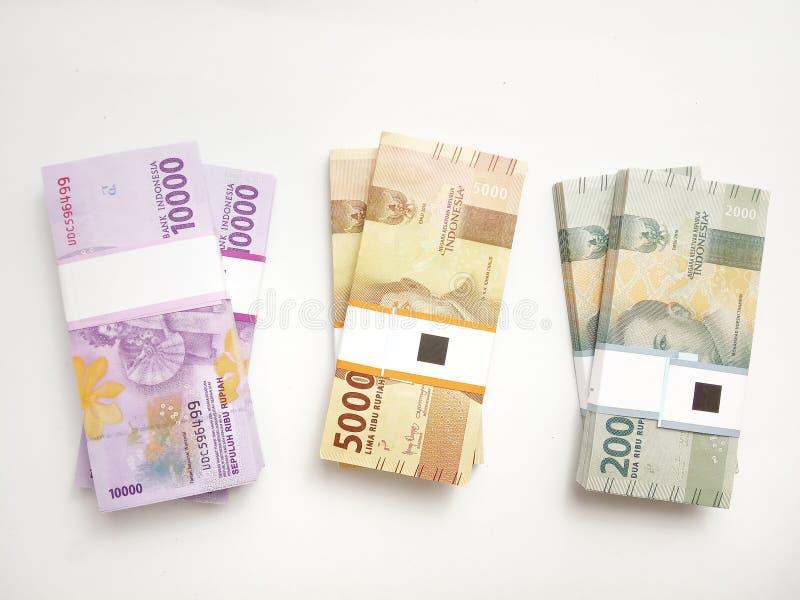 Configuração lisa, foto simples da foto, vista superior, blocos do dinheiro de Indonésia da rupia, 2000, 5000, 10000, no fundo br fotografia de stock royalty free