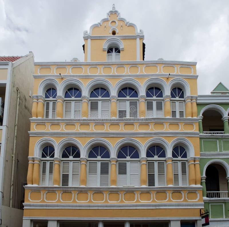 Configuración colonial en Willemstad, Curaçao fotografía de archivo libre de regalías