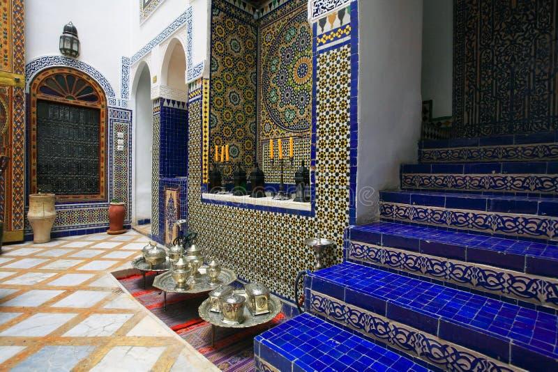 Configuración de interior marroquí imagen de archivo