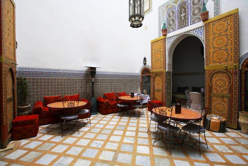 Configuración de interior marroquí fotografía de archivo libre de regalías