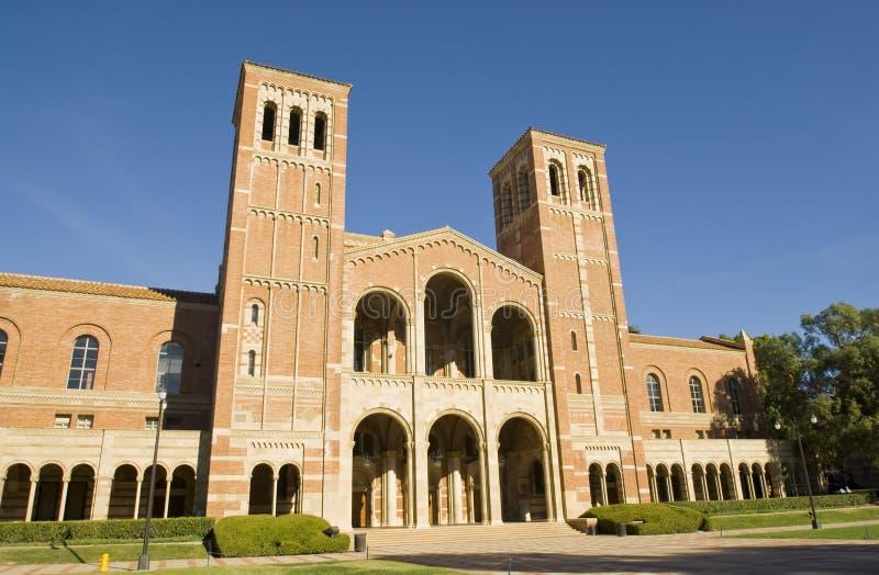 Configuración del campus de la universidad fotos de archivo