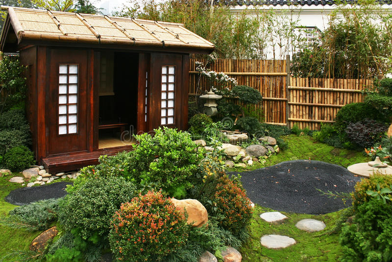 Configuración japonesa tradicional del jardín fotos de archivo