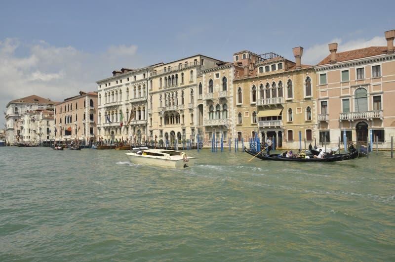 Download Configuración veneciana foto de archivo editorial. Imagen de canal - 44853838