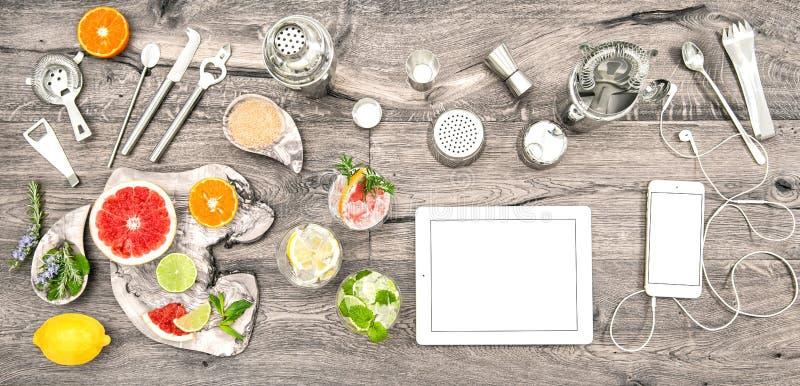 Configuration d'appartement d'appareils électroniques d'accessoires d'outils de boissons photo libre de droits