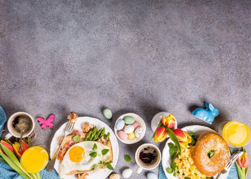 Configuration d'appartement de petit déjeuner de vacances de Pâques images libres de droits