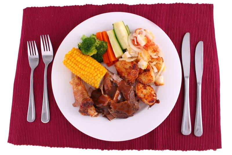 Configuration de dîner de rôti pleine photographie stock
