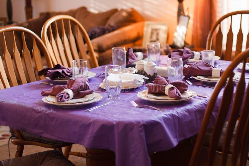 Configuration de place de table de dîner images stock