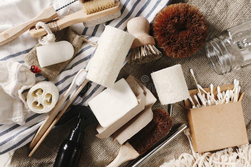 configuration de rebut zéro d'appartement brosse à dents en bambou naturelle d'eco, brosse, cryst image stock