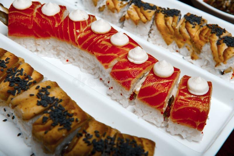 Configuration de table de roulis de sushi photo stock