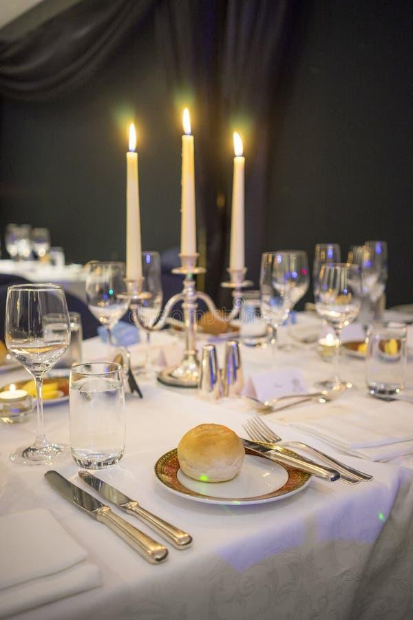 Configuration de Tableau à une réception de mariage de luxe image stock