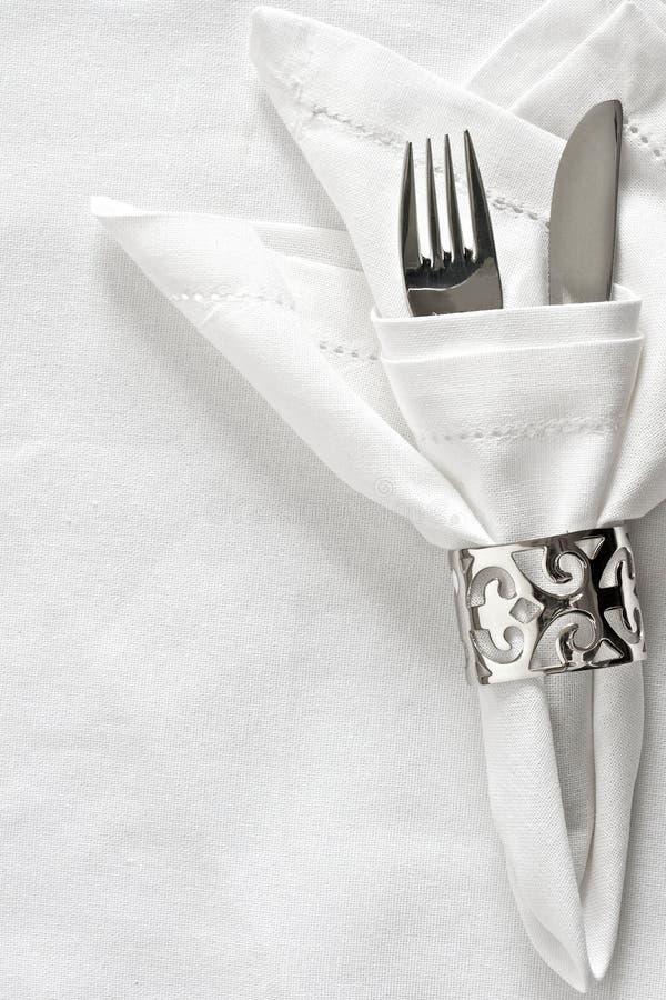Configuration de Tableau avec la boucle de serviette argentée photos stock