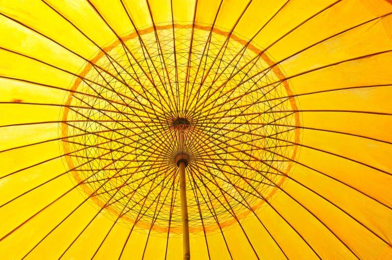 Configuration jaune de parapluie images stock