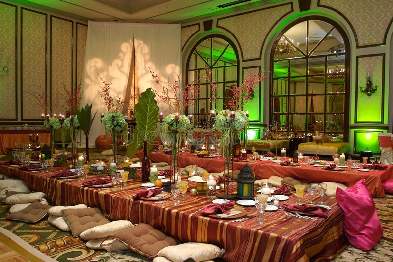 Configuration marocaine de Tableau à un mariage de luxe photos stock