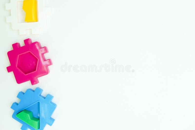 Configuration plate d'enfants avec l'espace blanc de vue sup?rieure de fond de jouets pour le texte image libre de droits